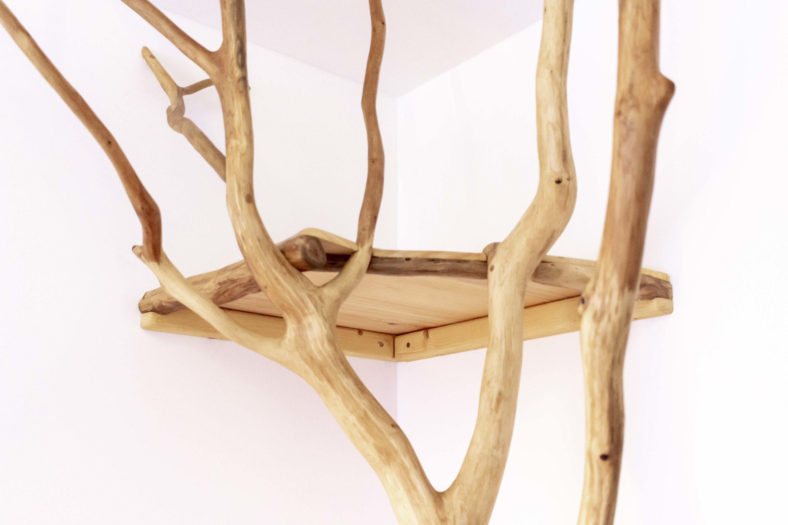 Wildholzkonstruktion mit Hochebene